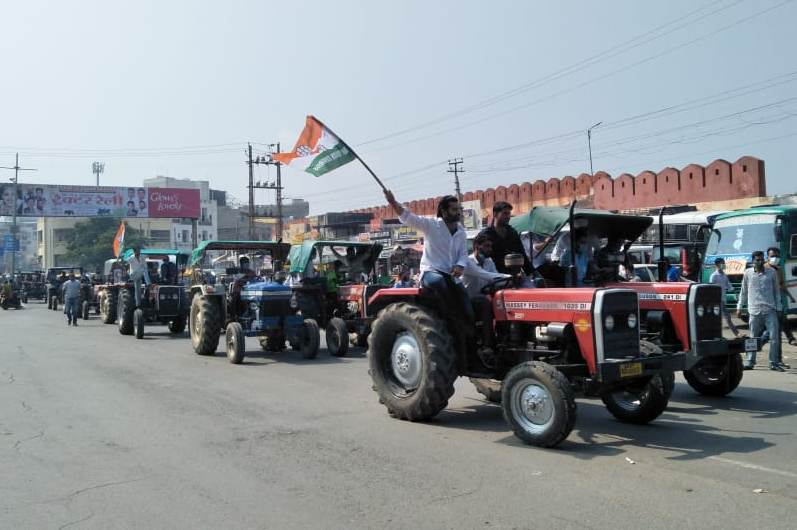 youth-protest by tractor rally against kisan bill in-udaipur